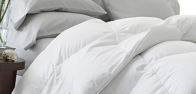 letto con piumone bianco in piuma naturale